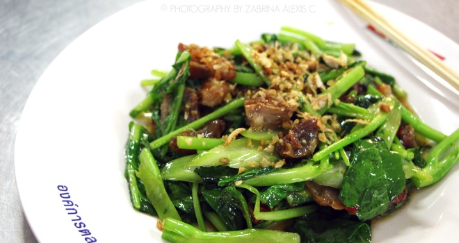 Kale with crispy pork