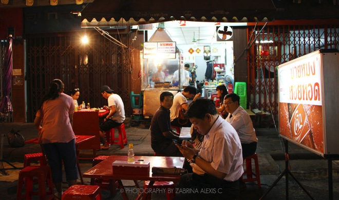 Nai Mong Hoy Tod Oyster Omelette Yaowarat Bangkok Thailand