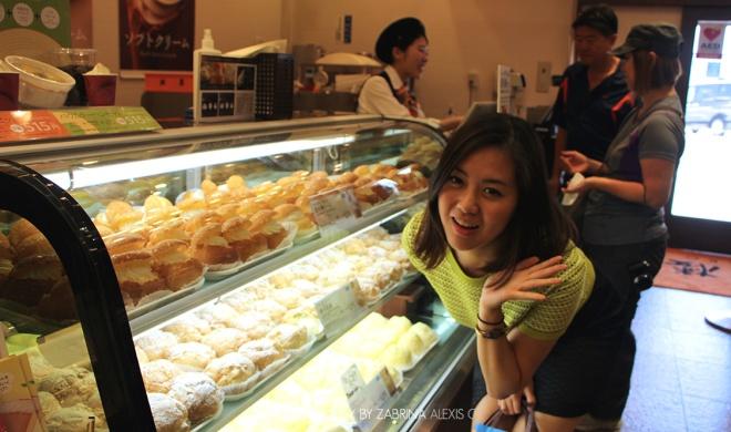 Kitakaro 北菓楼 Otaru Hokkaido Japan Travel Diary Blog Creme Puff Food Review